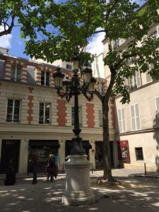 Music all around Hotel des 2 Continents, Paris