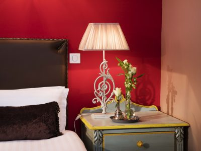A Hotel for one week in Paris center : Hotel des 2 Continent
